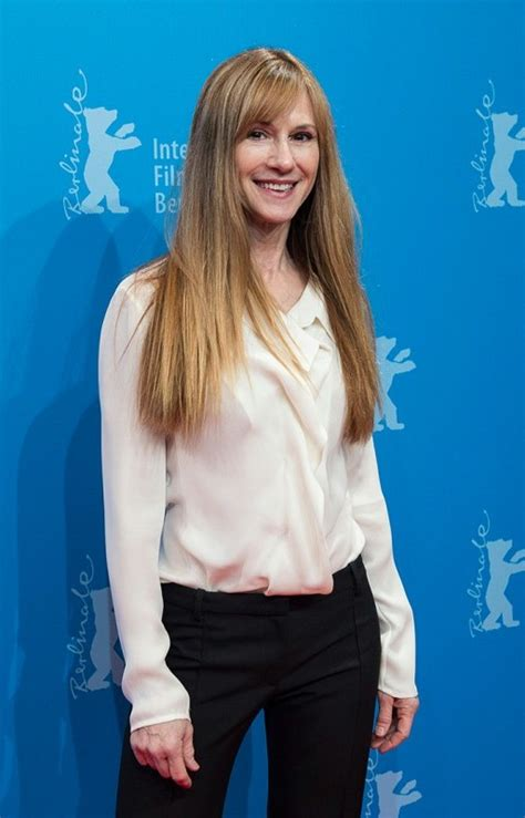 Holly Hunter Bra Size, Age, Weight, Height, Measurements